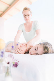 A classical deep tissue treatment to relieve tension, stiffness and stress from your body. This massage ca be either invigor